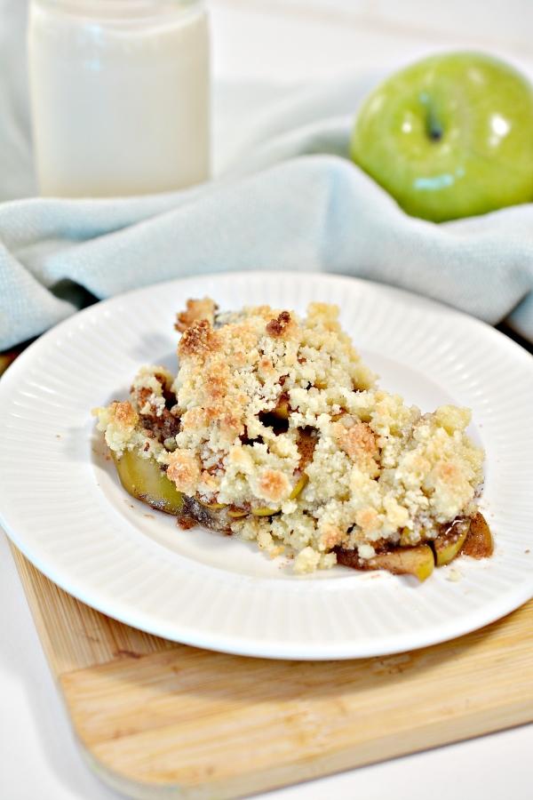 slice of apple crisp on a plate