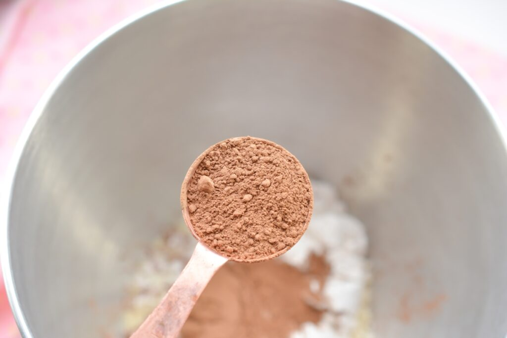 a teaspoon with cocoa powder